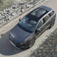 Los techos panorámicos Opel hacen más luminosos y divertidos los viajes en primavera