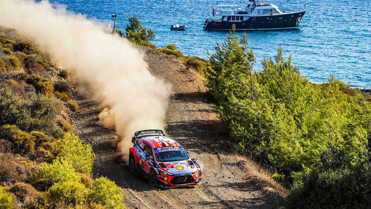 Neuville líder del Rallye de Turquía después de un dramático sábado