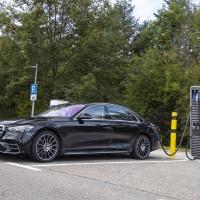 El nuevo Clase S híbrido enchufable: una experiencia de conducción eléctrica aún más intensa