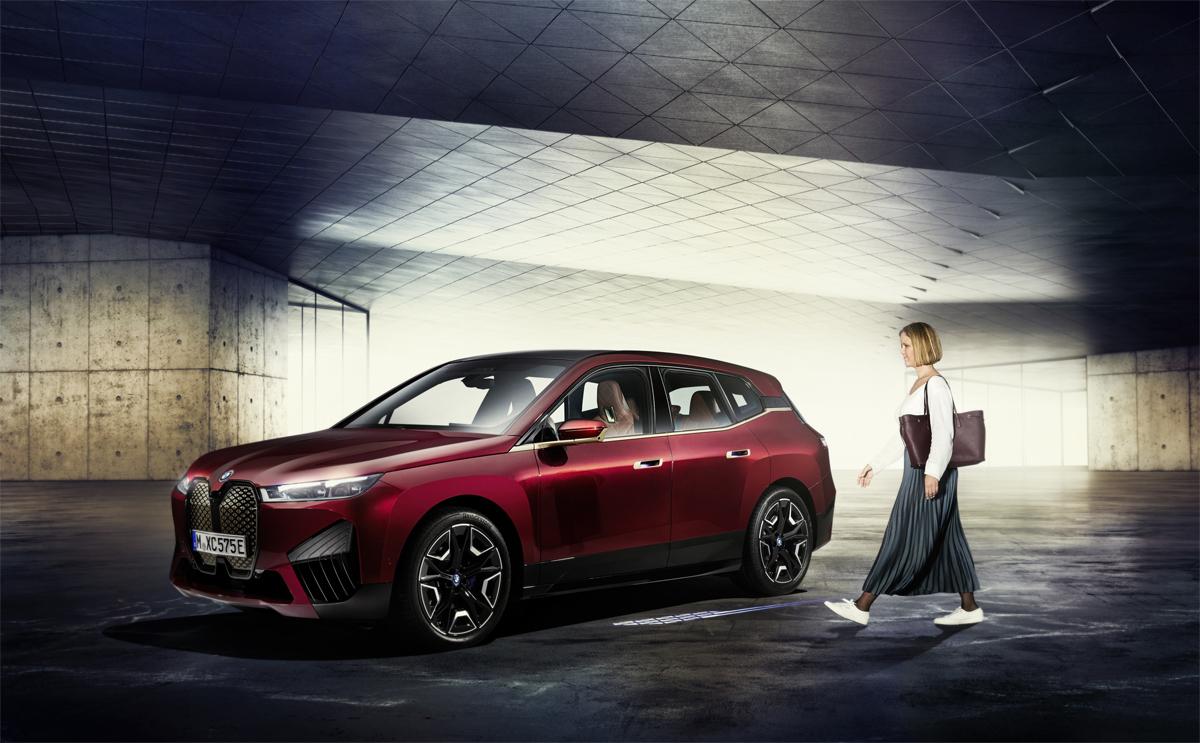 BMW Digital Key Plus con tecnología de banda ultraancha en el nuevo BMW iX.